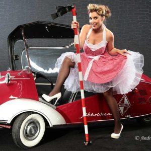 Retro Vintage Pin-up-Fotoshooting mit Abhol Karo Kabinenroller