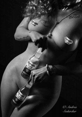 aktfotografie aktfotos mit corona bier